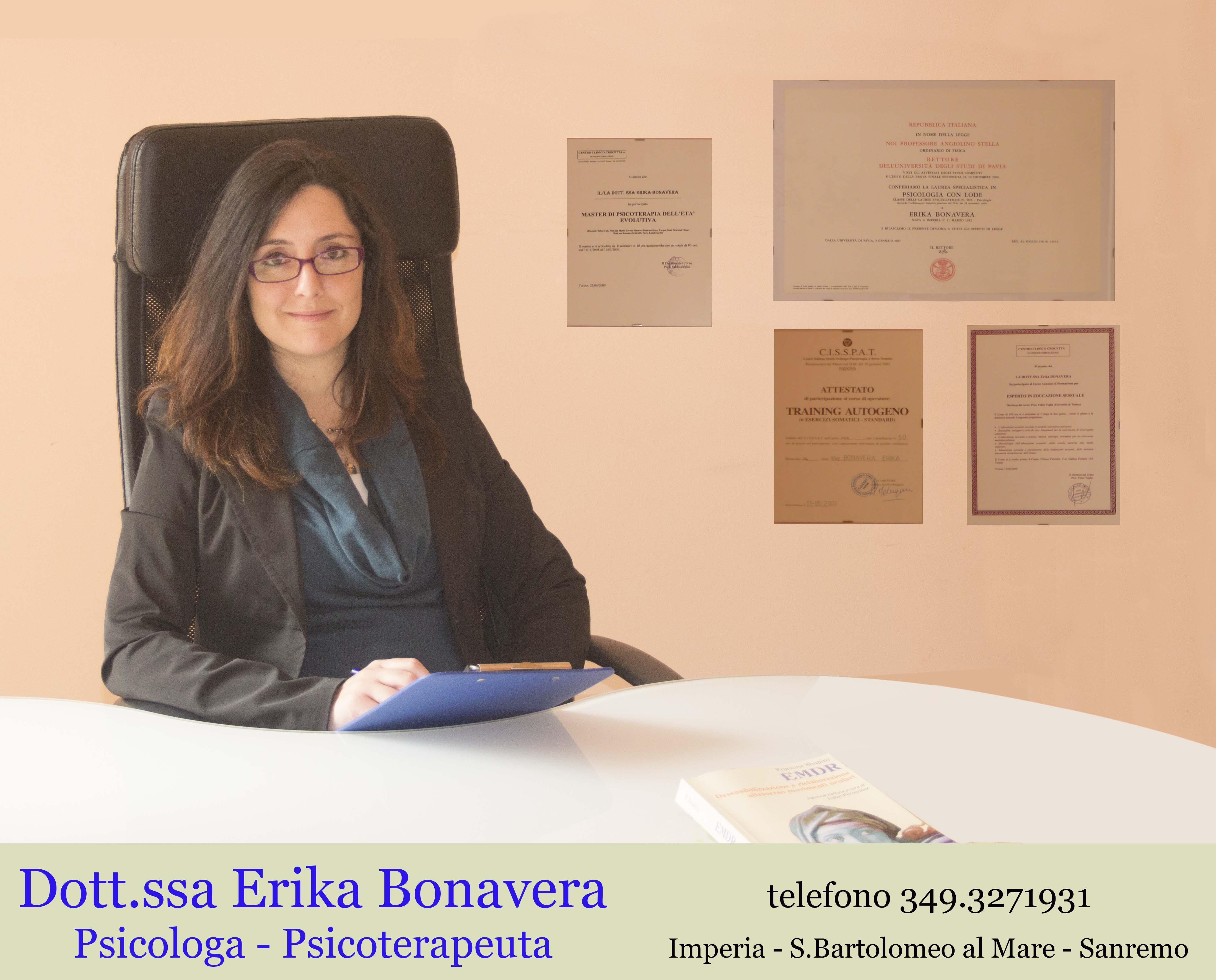Erika alla scrivania